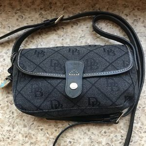 Dooney & Bourke Purse!